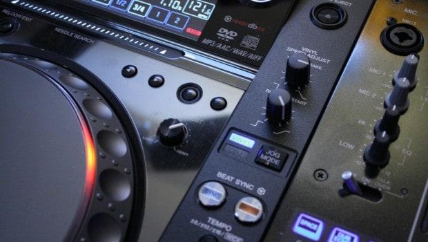 Bouton Sync sur une CDJ